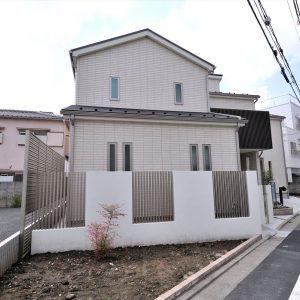 吹き抜けで開放的なリビングが特徴。<br>将来の二世帯を考えた工夫満載のロフト付き二世帯住宅。