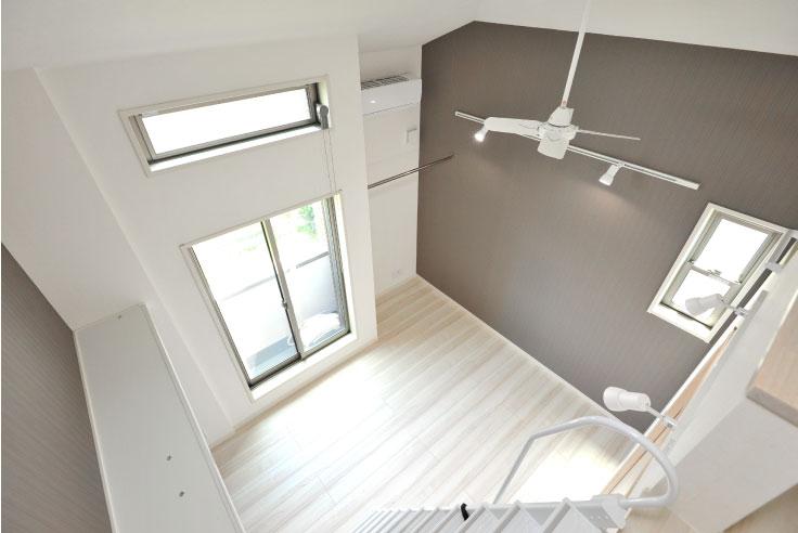 メンテナンスフリーの外壁総タイル張り。<br>独身男性向けのスタイリッシュな8世帯アパート。