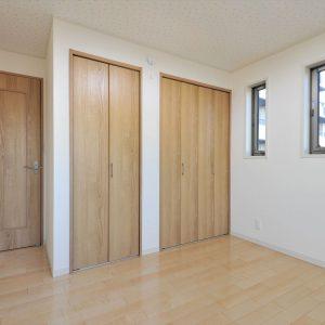 【1階賃貸併用】防音対策バッチリ。<br>キレイな外観が長続きする総タイル張りの収納たっぷり3階建て住宅
