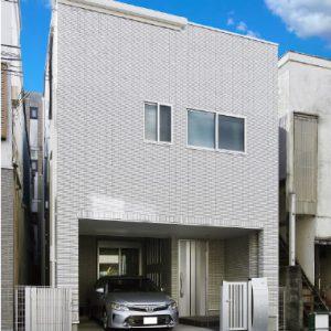 【街道沿い・狭小・屋上】1階で愛車を眺め、屋上で家庭菜園を楽しむ、夫婦夢の注文住宅