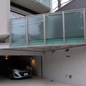 当社だけだった、大きな半地下の駐車場をつくるプラン、<br>土地探しからご相談いただいていたからこその大胆提案。