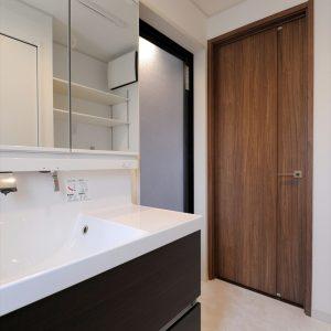 約20坪のお土地に玄関1つ、<br>水回りは2つのコンパクト設計ながらもこだわり満載の二世帯住宅