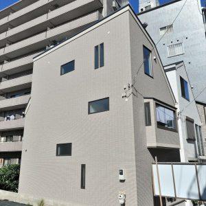 【限りある空間を最大限に活用】こだわりが散りばめられた<br>総タイル張りの3階建て住宅