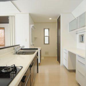 狭小・変型敷地の3階建て住宅、<br>工夫を凝らした畳使いでくつろぎの空間に。
